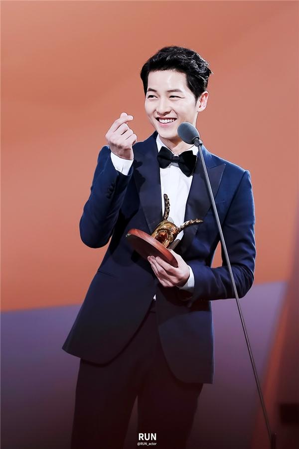 Song Joong Ki thừa nhận bản thân phải học hỏi từ Park Bo Gum