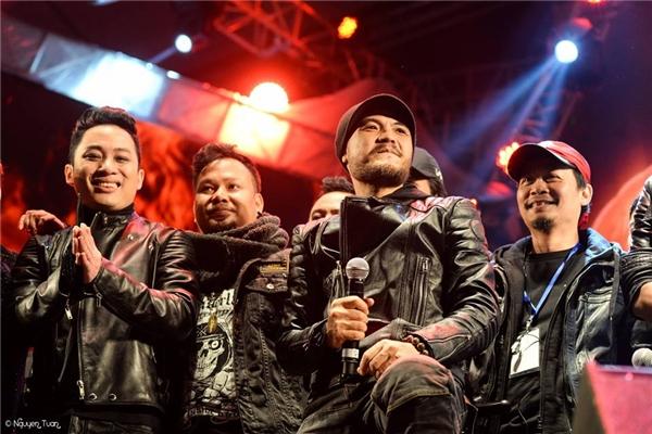 """Các thế hệ thành viên Bức Tường, ban nhạc rock hàng đầu Việt Nam cùng nhiều nghệ sĩ tên tuổi chung tay """"tiếp lửa"""" cho nam ca sĩ trong cuộc chiến chống ung thư. - Tin sao Viet - Tin tuc sao Viet - Scandal sao Viet - Tin tuc cua Sao - Tin cua Sao"""