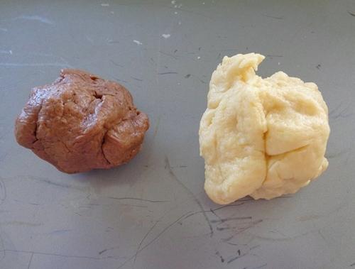 Tỉ lệ giữa phần bột nâuvà bột trắnglà4:6.(Ảnh: Internet)