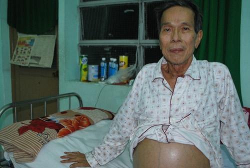 """""""Trước khi mất vài ngày, bố tôi rơi vào trạng thái hôn mê sâu. Ông đi mà không kịp trăn trối điều gì cùng người thân"""" – con gái của ông chia sẻ. - Tin sao Viet - Tin tuc sao Viet - Scandal sao Viet - Tin tuc cua Sao - Tin cua Sao"""