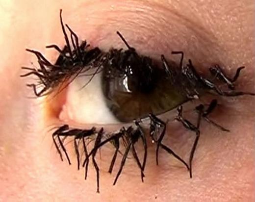 Lông mi chân ruồi, mang đến cho bạn vẻ ngoài ấn tượng khiến ruồi cũng phải tránh xa. (Ảnh: Internet)