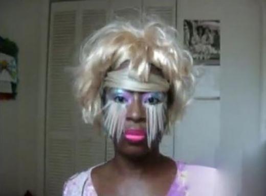 Phải chăng đây là tạo hình hóa trang Halloween của cô gái ấy? (Ảnh: Internet)