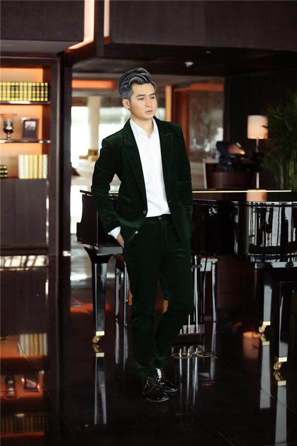 Hà Anh khoe vẻ điển trai và bóng bẩy như một tài tử điện ảnh trong MV mới.