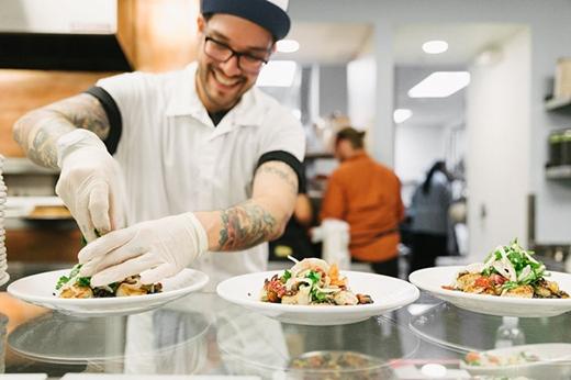 Công ty đặc biệt trân trọng các đầu bếp của mình, đều là những người từng làm việc tại các nhà hàng sang trọng nhất thế giới. (Ảnh: dropbox)
