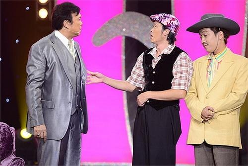 """Trong liveshow sắp tới của ca sĩ Mạnh Quỳnh, bộ ba nghệ sĩ hàisẽ vào vai nhữngngười bạn lâu năm và đều là """"đại gia thứ thiệt"""". Tuy nhiên trong số 3 người chỉ có một người là đại gia thực sự, còn haingười còn lại là những người bình thường nhưng tính thích """"nổ"""" nên luôn tự nhận mình là """"đại gia"""". - Tin sao Viet - Tin tuc sao Viet - Scandal sao Viet - Tin tuc cua Sao - Tin cua Sao"""