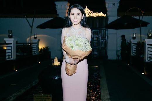Vân Shi khoe ảnh tặng mẹ 500 triệu nhân ngày sinh nhật