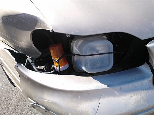 Một pha sửa chữa đèn xe hơi khác.