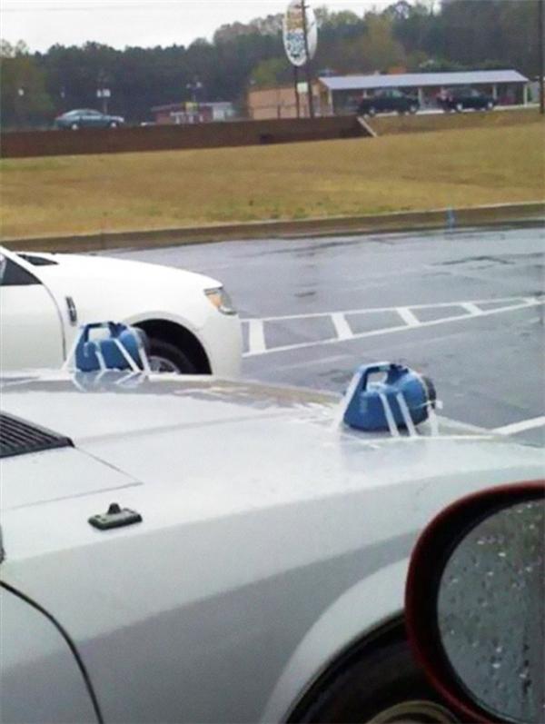 Hai chiếc đèn pha xe hơi bá đạo.