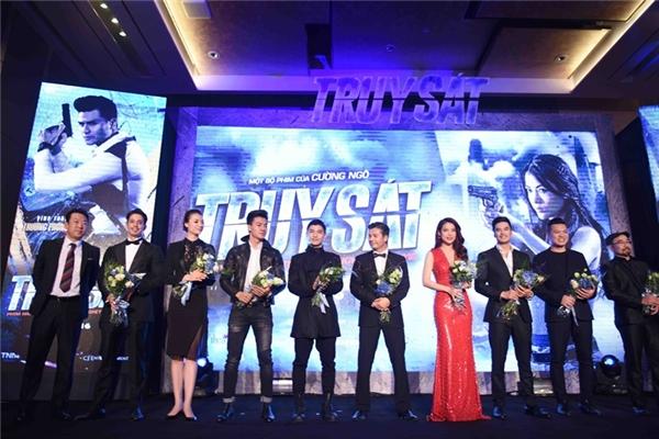 Các diễn viên góp mặt trong phim Truy sát có mặt tại showcase. - Tin sao Viet - Tin tuc sao Viet - Scandal sao Viet - Tin tuc cua Sao - Tin cua Sao