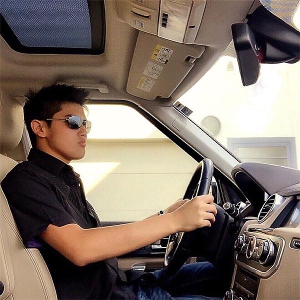 Dù chỉ mới 18 tuổi nhưng Dhillon Lee rất ra dáng một triệu phú tương lai. (Ảnh: Instagram)