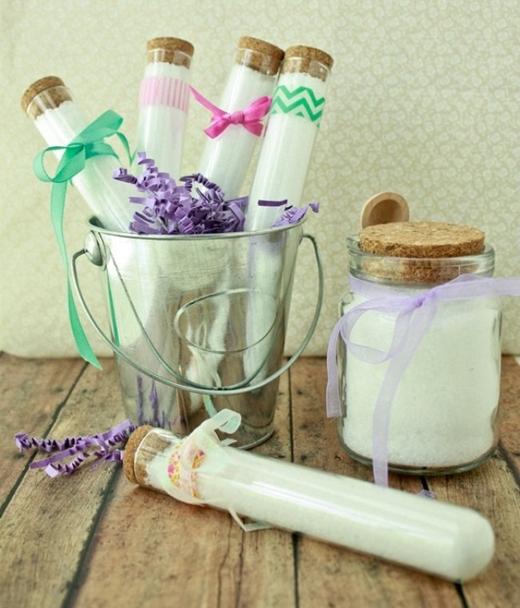 Tương tự, cho muối vào các hộp nhỏ rồi đặt ở mọi ngóc ngách trong nhà để rước may mắn vào nhà. 10 ngày lại thay muối một lần. Hoặc cho muối vào túi vải rồi treo ở giữa cửa chính, thay muối mỗi tháng một lần. (Ảnh: Internet)