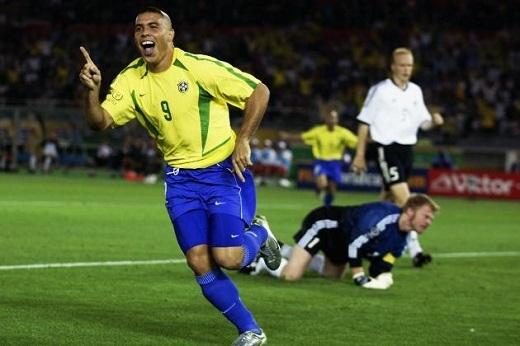 """Ronaldo """"béo"""" - """"Người ngoài hành tinh"""". (Ảnh: Bleacherreport)"""