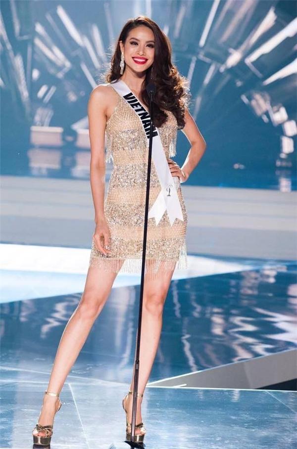 Đây là bộ trang phục Phạm Hương từng diện trên sân khấu đêm bán kết Miss Universe 2015 và hô to hai tiếng Việt Nam.