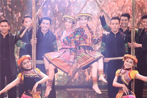 Những vũ điệu cũng mang đậm hơi hướng truyền thống dân tộc. - Tin sao Viet - Tin tuc sao Viet - Scandal sao Viet - Tin tuc cua Sao - Tin cua Sao
