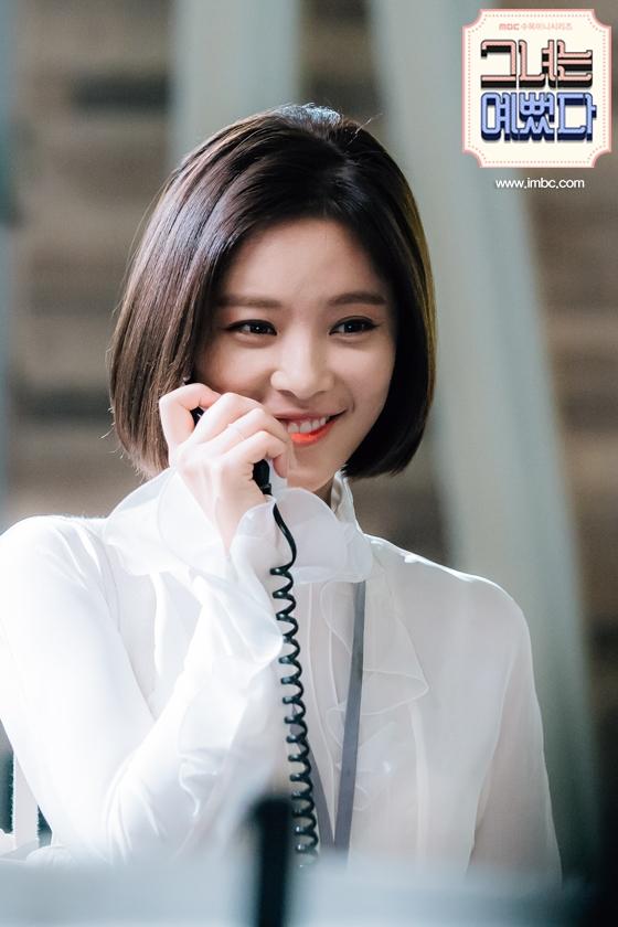 Kiểu tóc của Hye Jin là tóc bob chạm cằm ép cụp tạo nét tự nhiên trong trẻo và nữ tính vô cùng cho khuôn mặt và phong cách của các nàng.