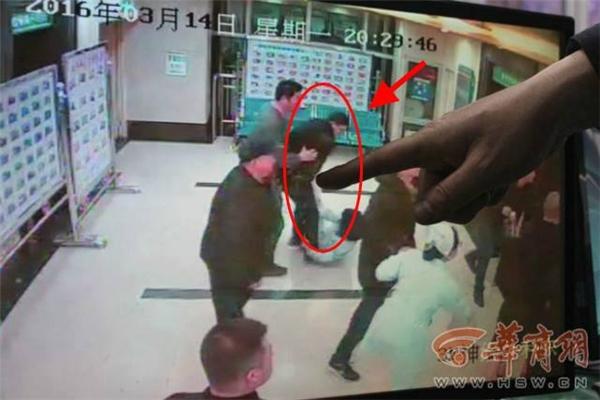 Người đàn ông tẩm xăng định thiêu sống y tá để trả thù cho mẹ