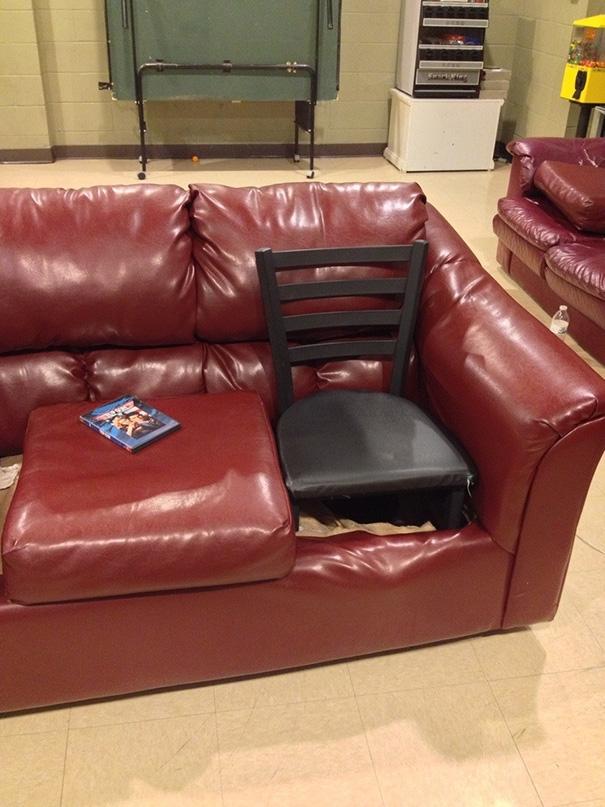 Ghế nào mà chẳng là ghế...(Ảnh: Bored Panda)
