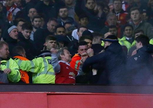 Cuộc hỗn chiến xảy ra trên khán đài sân Old Trafford.(Ảnh: Internet)