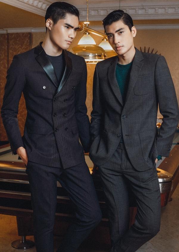 Cả hai trẻ trung khi kết hợp vest cùng áo thun trơn.