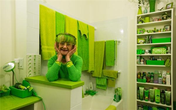 Căn phòng tuyền sắc xanh sinhđộngcủa cụ bà 74 tuổi ở Brooklyn. (Ảnh: Internet)