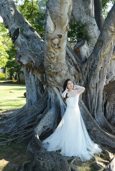 Kim Ha Neul hạnh phúc lên xe hoa ở tuổi 38