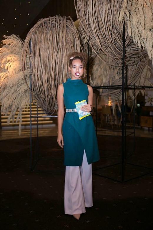 Thời trang nổi loạn của mẫu Việt bị chê béo, lùn tại ANTM