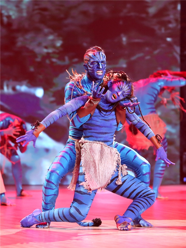 Cả sân khấu bỗng chốc biến thành khung cảnh hoang sơ tại Avatar. - Tin sao Viet - Tin tuc sao Viet - Scandal sao Viet - Tin tuc cua Sao - Tin cua Sao