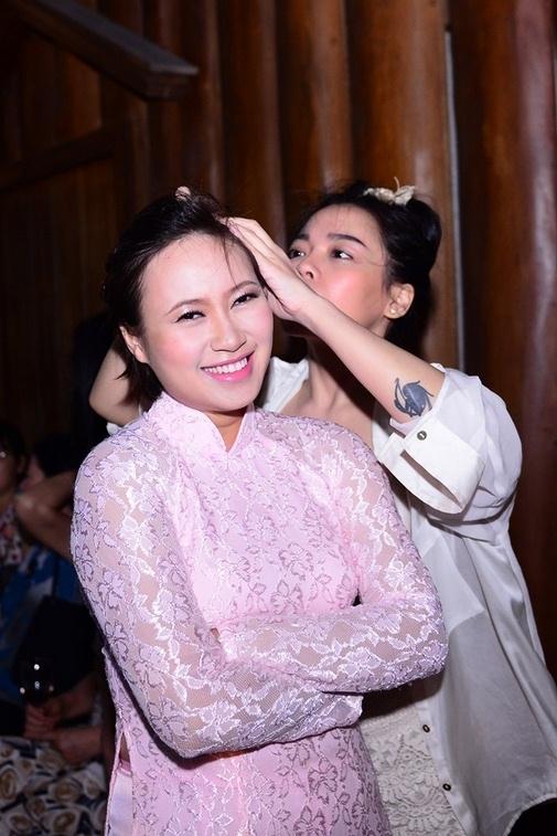 Cô dâu Khánh Linh rạng rỡ trong ngày cưới - Tin sao Viet - Tin tuc sao Viet - Scandal sao Viet - Tin tuc cua Sao - Tin cua Sao