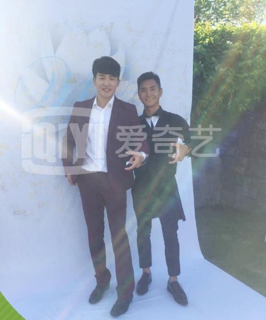 Tôn Nghệ Châu (bên trái)