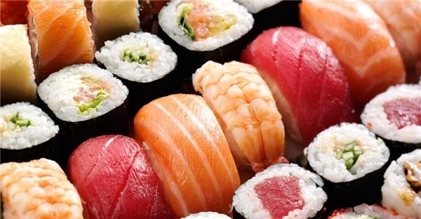 Sushi là một món ăn ngon miệng và bắt mắt. (Ảnh: Internet)