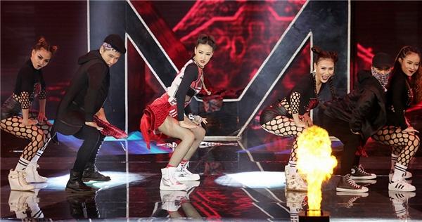 Phần breakdance đầy hứng khởi khiến người hâm mộ vô cùng phấn khích. - Tin sao Viet - Tin tuc sao Viet - Scandal sao Viet - Tin tuc cua Sao - Tin cua Sao