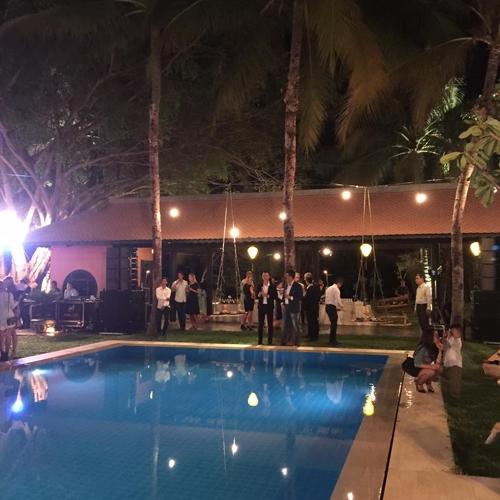 Không gian tiệc cưới được bài trí khá đơn giản theo phong cách châu Âu. Số lượng khách mời cũng rất hạn chế. - Tin sao Viet - Tin tuc sao Viet - Scandal sao Viet - Tin tuc cua Sao - Tin cua Sao