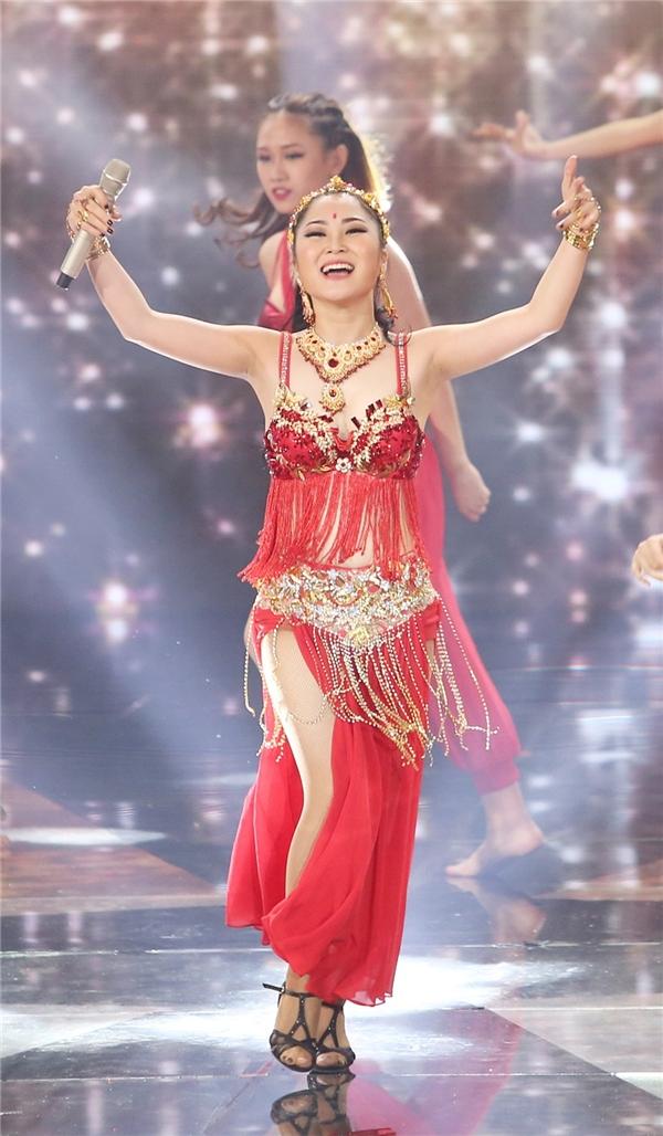 Sự sáng tạo trong phần vũ đạo được xem là một trong những điểm sáng của tiết mục. - Tin sao Viet - Tin tuc sao Viet - Scandal sao Viet - Tin tuc cua Sao - Tin cua Sao