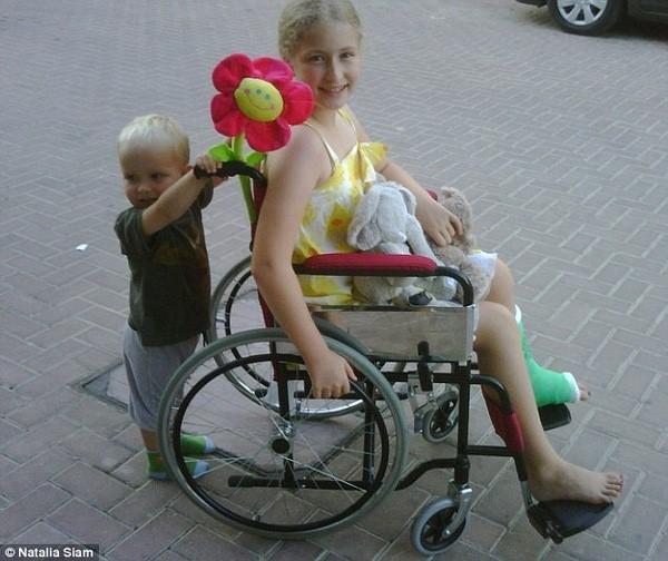 Natalia Siam từng bị bạn bè bắt nạt, xô ngã gãy chân