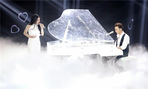 Cách hòa phối mới lạ giữa tiếng piano và nhạc điện tử tạo cho khán giả trải nghiệm mới mẻ. - Tin sao Viet - Tin tuc sao Viet - Scandal sao Viet - Tin tuc cua Sao - Tin cua Sao