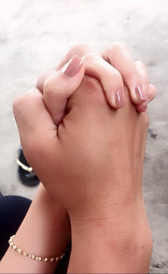 Giới trẻ đổ ầm ầm với trào lưu chụp hình nắm tay giấu mặt