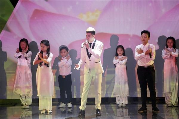 Noo Phước Thịnh đã có một đêm trình diễn ấn tượng với tiết mục cuối đầy ý nghĩa. - Tin sao Viet - Tin tuc sao Viet - Scandal sao Viet - Tin tuc cua Sao - Tin cua Sao
