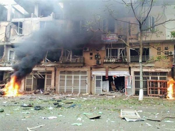 Vụ nổ khiến 4 người chết, 10 người bị thương và nhiều ngôi nhà, xe cộ bị hư hỏng nặng. Ảnh: Internet