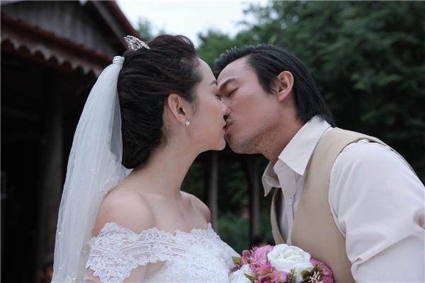 Trong loạt ảnh vừa được tung ra, bức hình hôn nhau của Minh Hằng và Quý Bình nhanh chóng trở thành chủ đề bàn luận của công chúng. - Tin sao Viet - Tin tuc sao Viet - Scandal sao Viet - Tin tuc cua Sao - Tin cua Sao