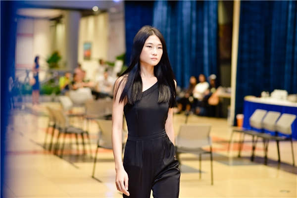 Kha Mỹ Vân với khuôn mặt thuần chất Á đông gần như không thể hòa lẫn vào đâu được. Á quân Vietnam's Next Top Model 2011 cũng từng có kinh nghiệm tại 2 kinh đô thời trang lớn: Milan và Paris.