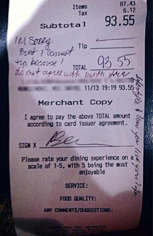 Tờ phiếu thanh toán với dòng chữ xúc phạm Dayna. (Ảnh: Internet)