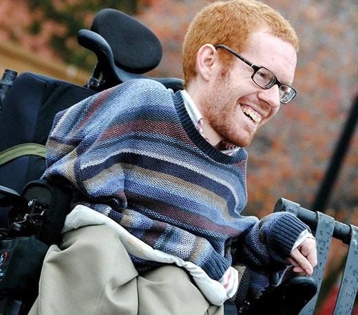Kevan Chandler mắc căn bệnh teo cơ tủy nhưng vẫn có ước mơ được đi du lịch vòng quanh châu Âu. (Ảnh: Daily Mail)
