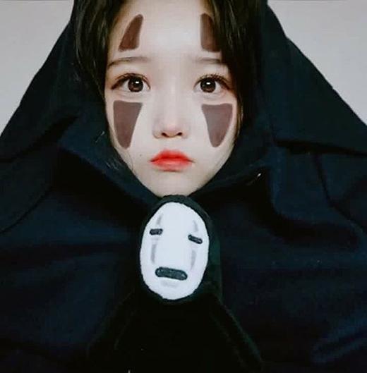 Eun Hye hóa trang thành Kaonashi (Vô Diện) trong Spirited Away. (Ảnh: Internet)