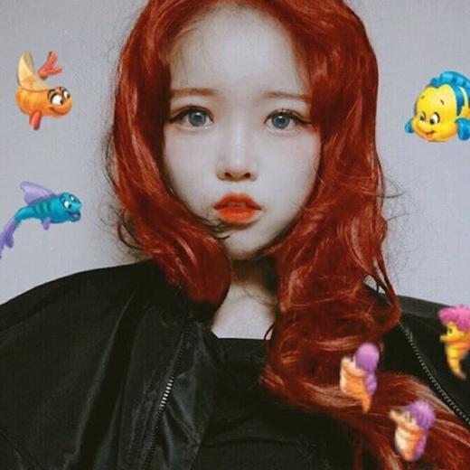 Mái tóc xanh dương và đôi mắt vàng khiến Eun Hye trở nên ma mị hơn hẳn. (Ảnh; Internet)   Làn da trắng trẻo, mịn màng như sứ giúp Eun Hye hợp với đủ mọi màu tóc. (Ảnh: Internet)