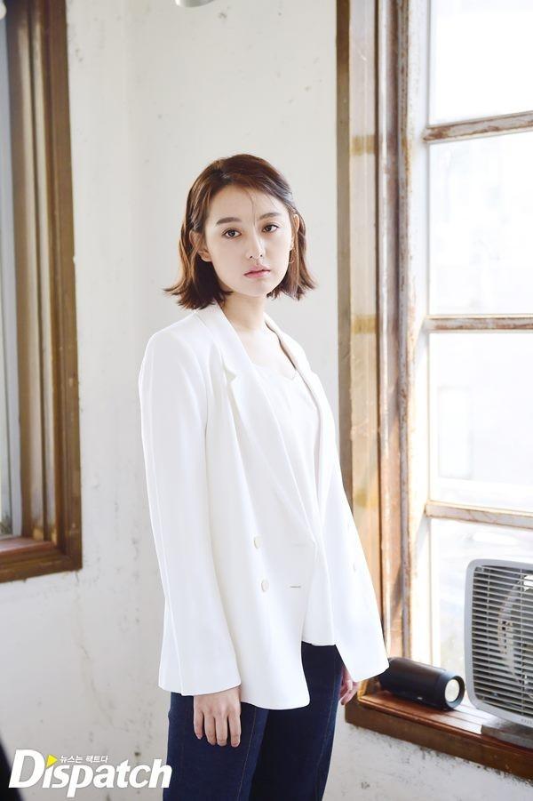 Kim Ji Won chuyên nghiệp tại phim trường