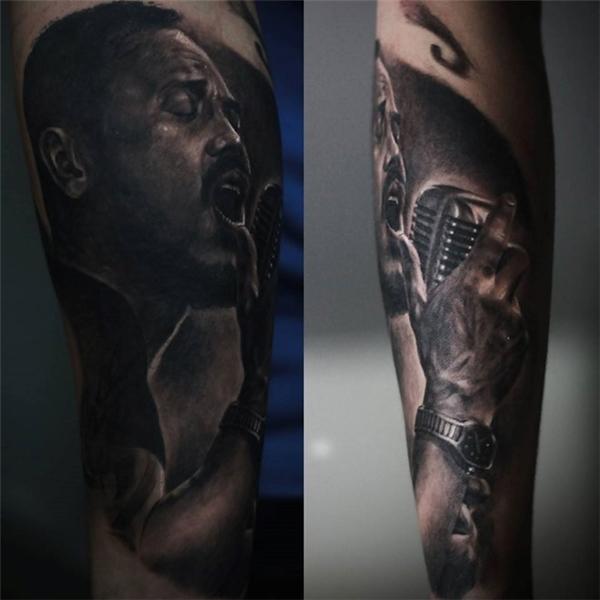 Hình ảnh nghệ sĩ Trần Lập được xăm lên cánh tay của Đức Lộc.