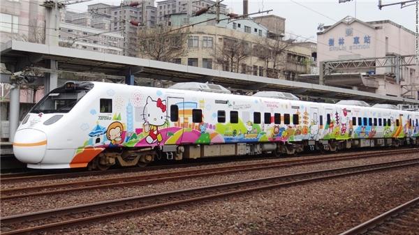 Đoàn tàu Hello Kitty đã sẵn sàng cho hành trình đầu tiên từ Đài Bắc đến Đài Đông.(Ảnh: CNN)