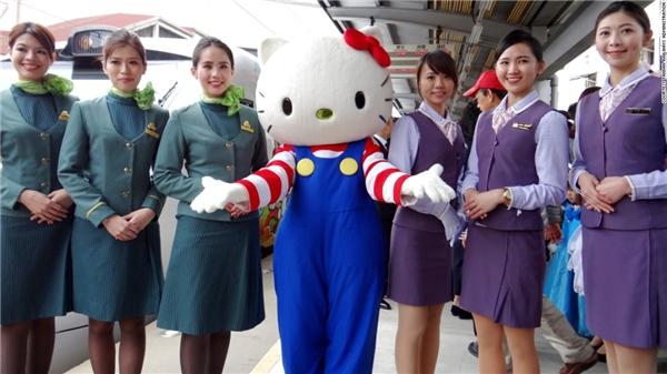 Kể từ ngày 21/3/2016, tàu Hello Kitty sẽ hoạt động từ thứ 6 đến Chủ nhật. Tuy nhiên, chỉ những dịp đặc biệt thì linh vật Hello Kitty đáng yêu này mới xuất hiện.(Ảnh: CNN)