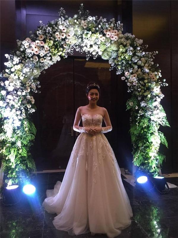 Á hậu Trà My lộng lẫy giữa tiệc cưới tựa như thiên đường - Tin sao Viet - Tin tuc sao Viet - Scandal sao Viet - Tin tuc cua Sao - Tin cua Sao