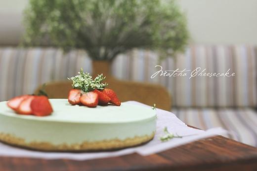Chúng ta hoàn toàn có thể tự làm những chiếc bánh cheese cake trà xanh mà không cần nhờ cậy đếnlò nướng đấy nhé!(Ảnh: Internet)
